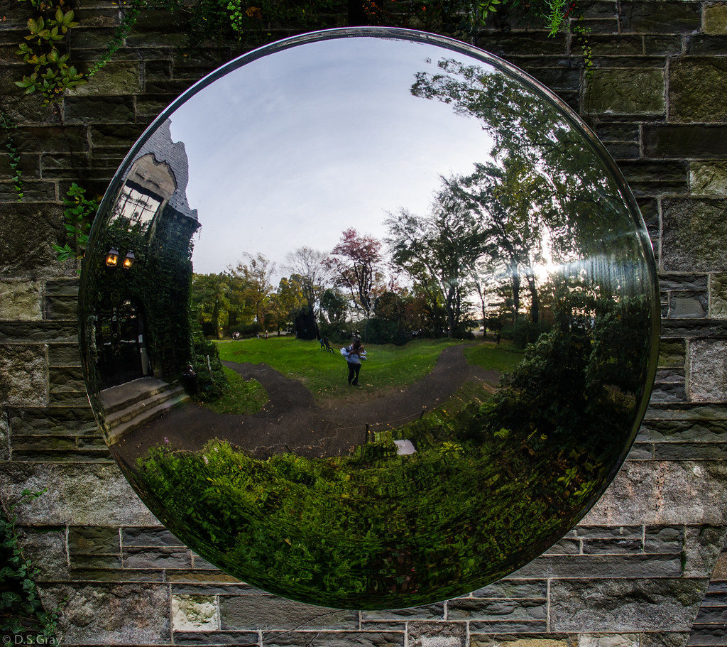 difference between concave and convex mirrors
